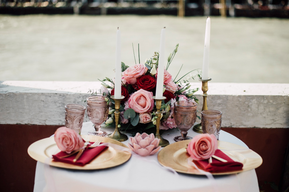 pink and red shweetheart table