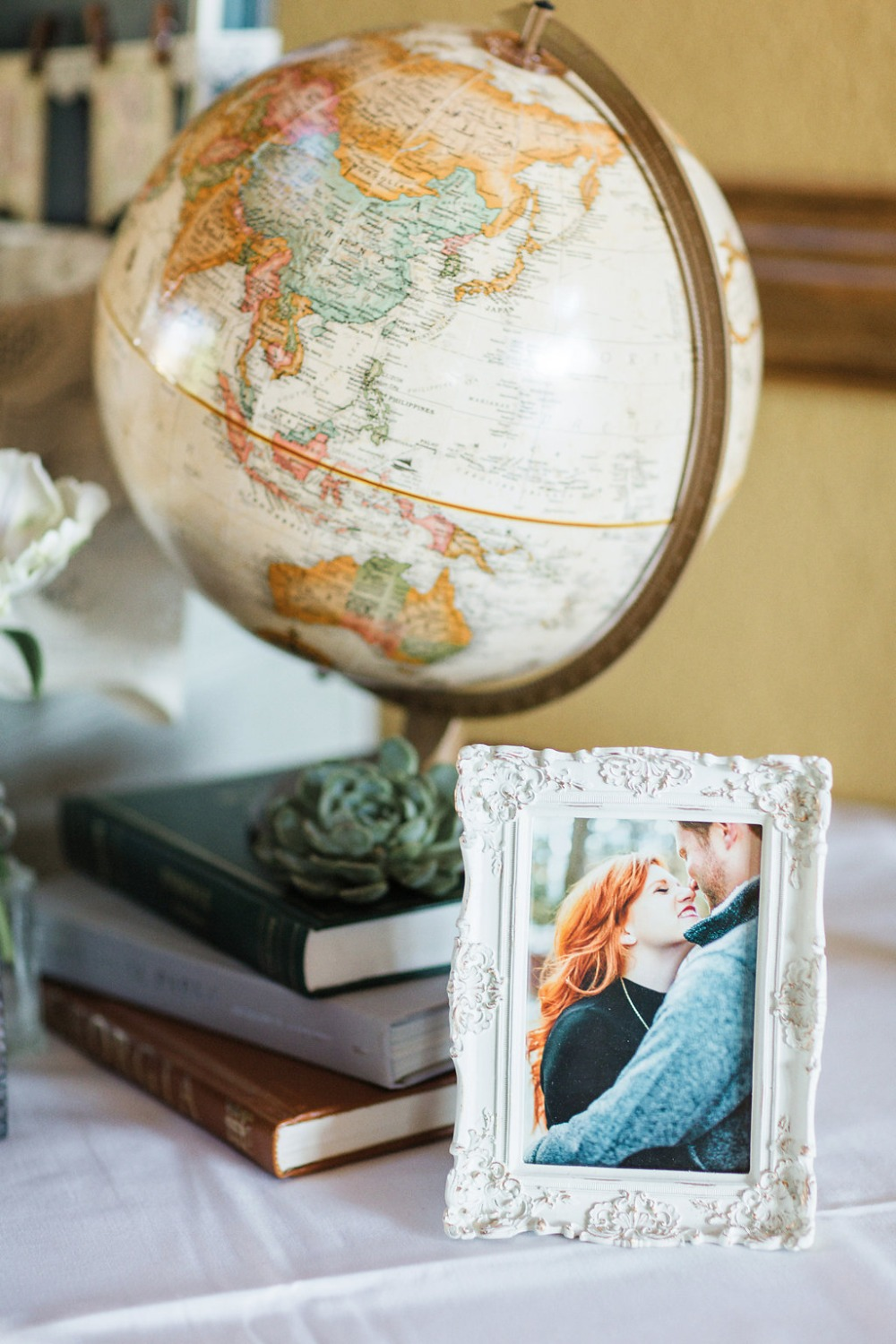 Globe idea for travel wedding