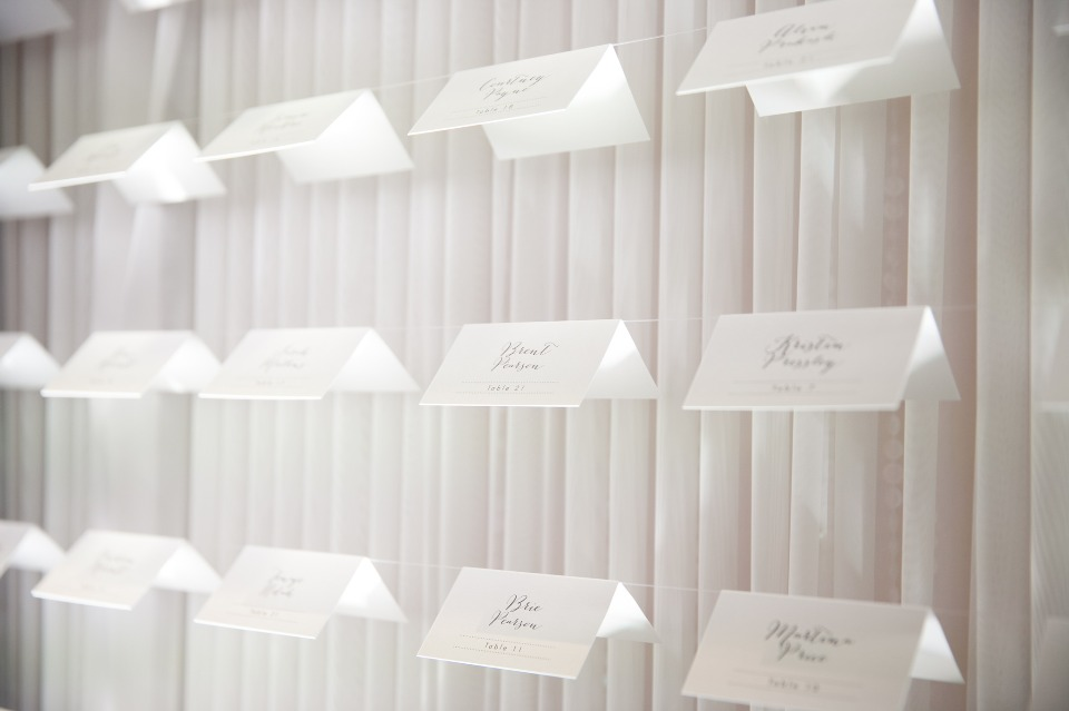 elegant and simple escort card display