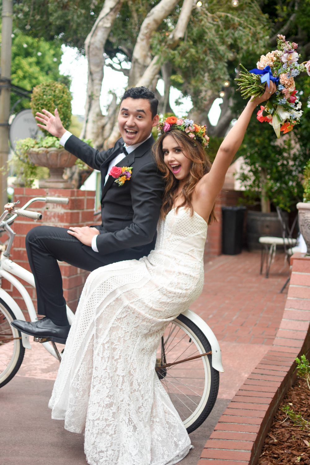 fun wedding couple pose photography