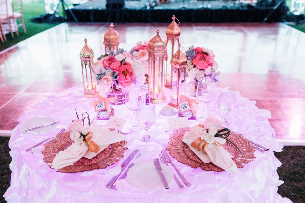 Sweetheart table with moroccan lantern decor