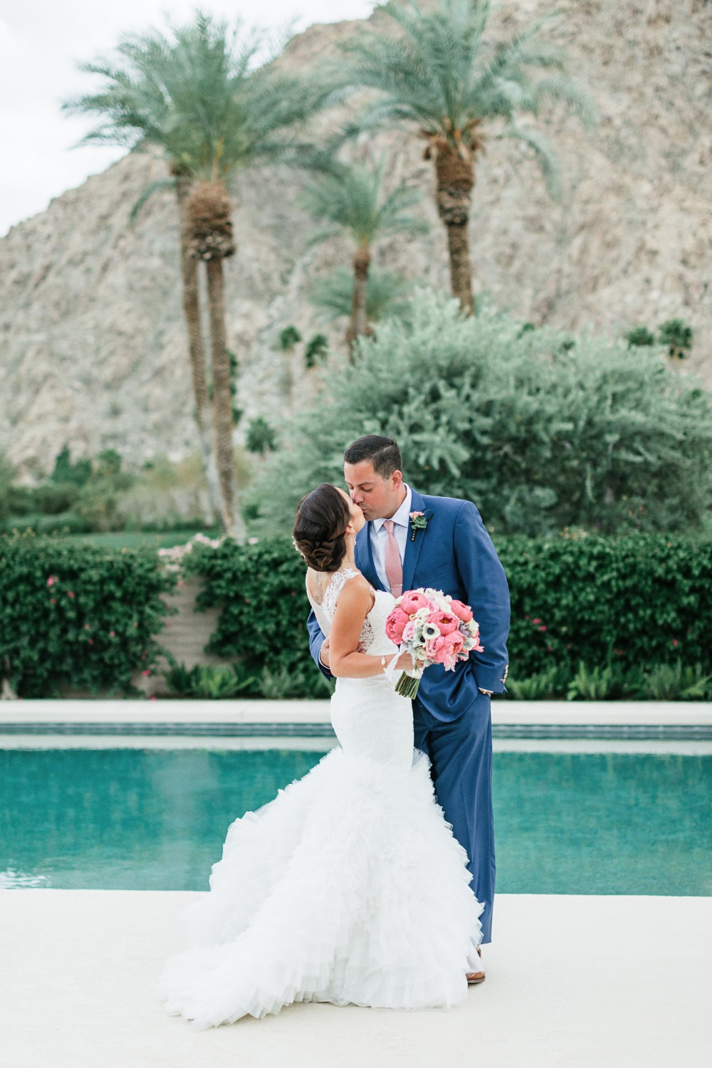 Poolside wedding photo idea