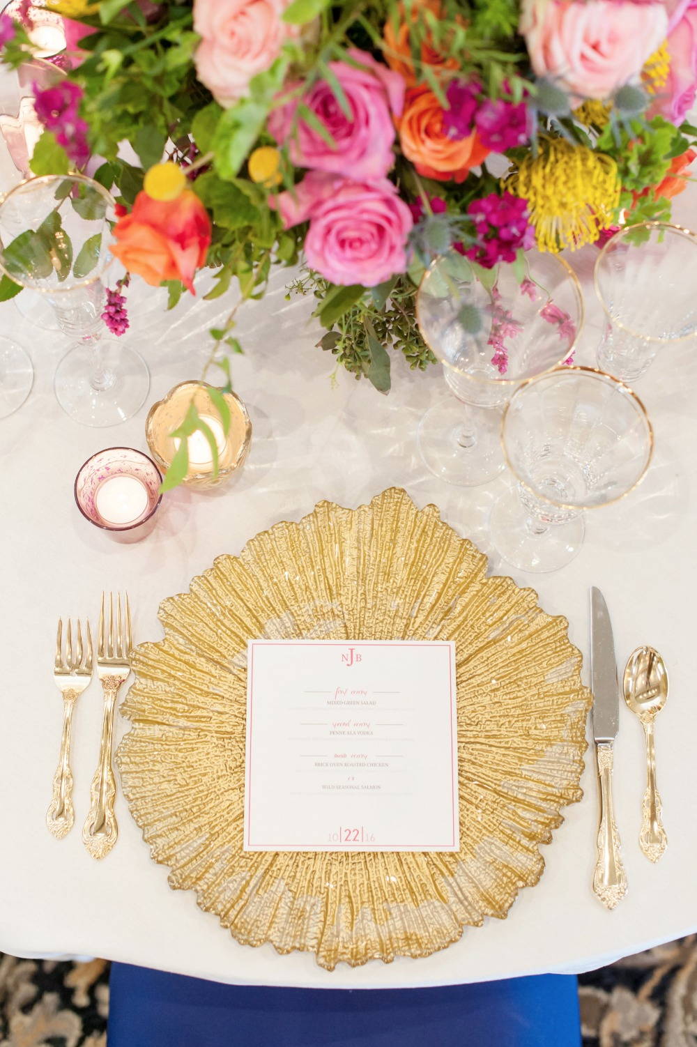 Gold tableware accents