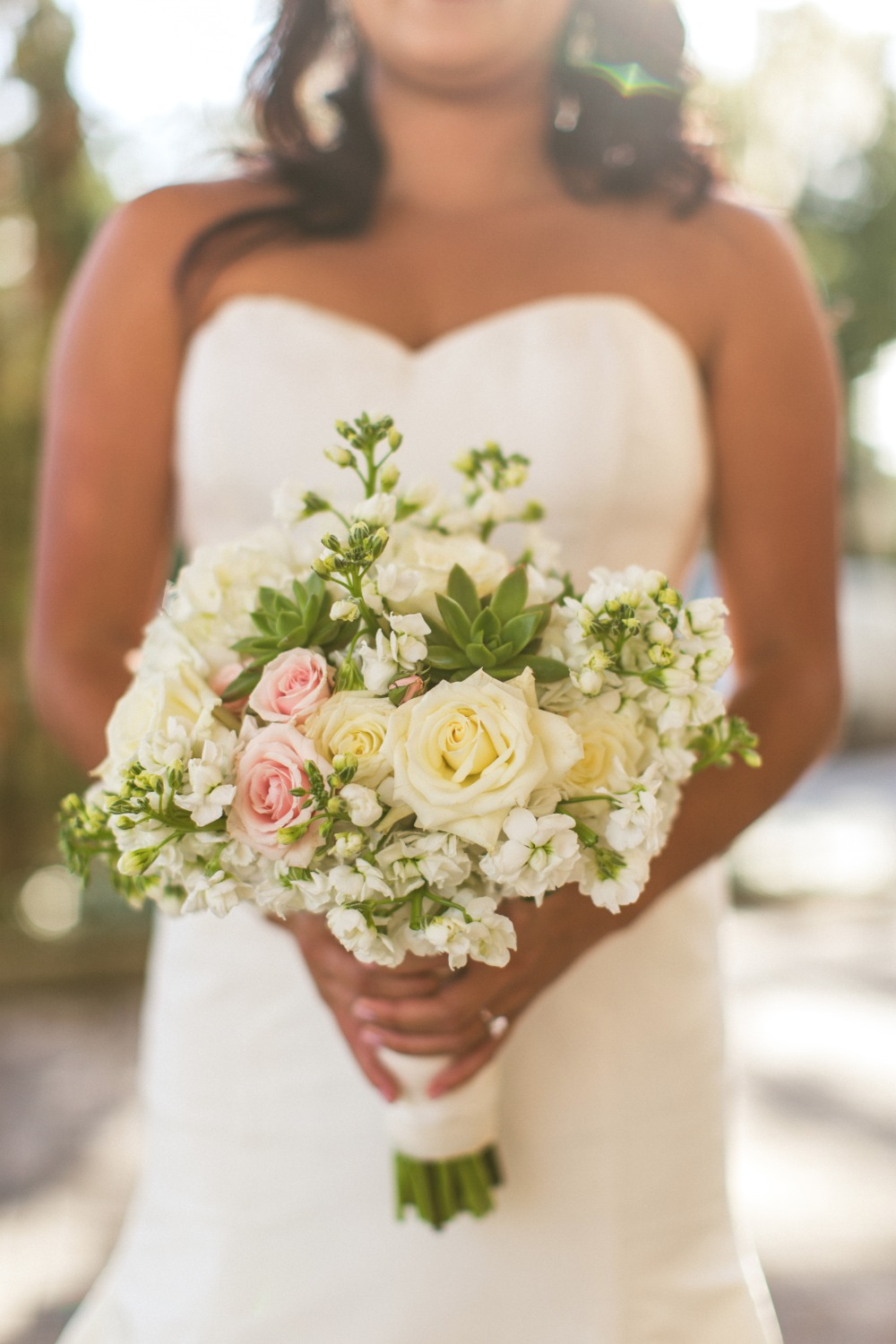 Simple and chic wedding bouquet