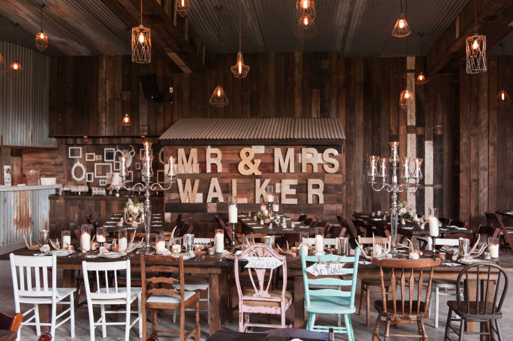 mr and mrs gold letter wedding sign