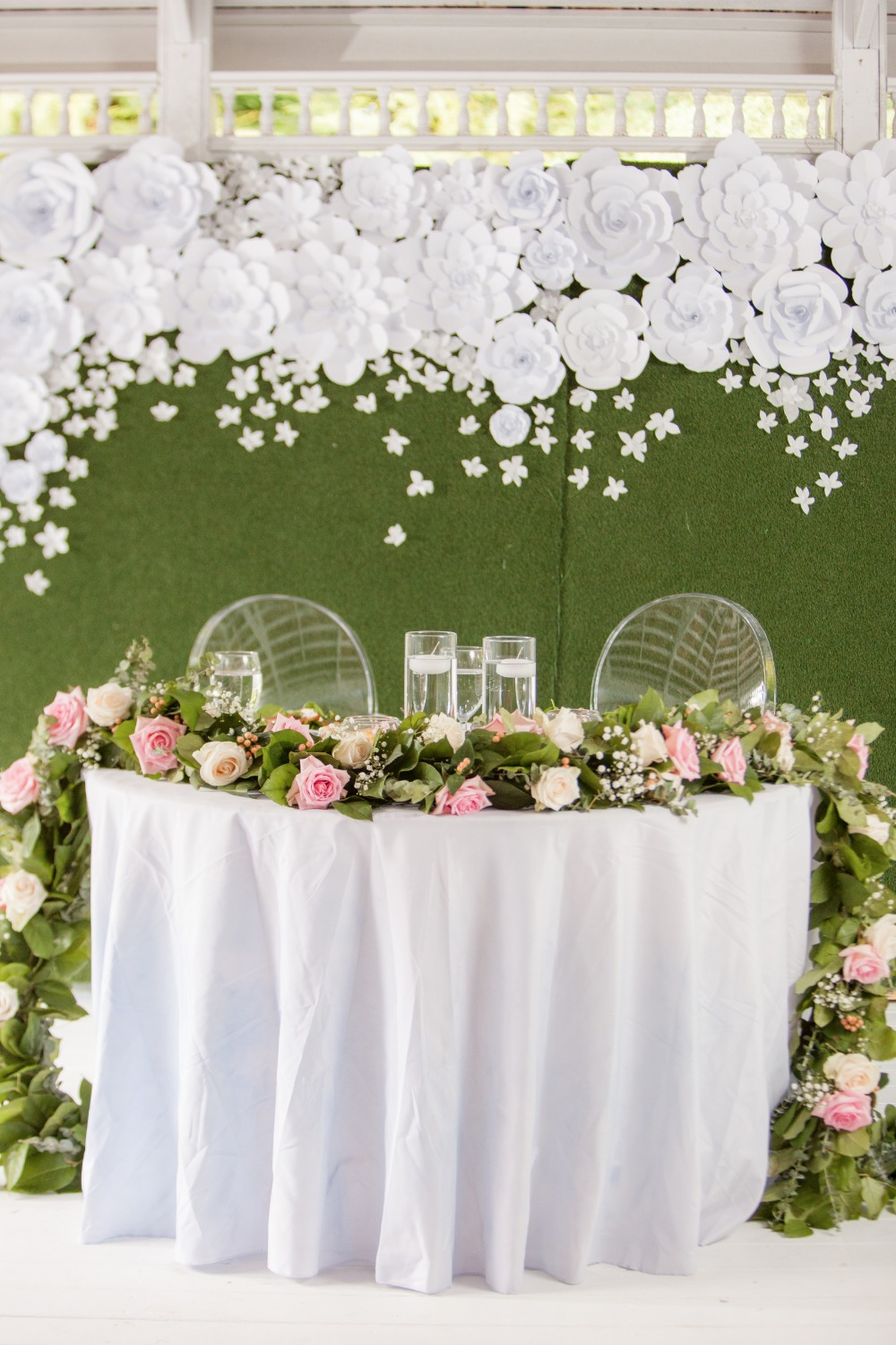 White pink and green sweetheart table