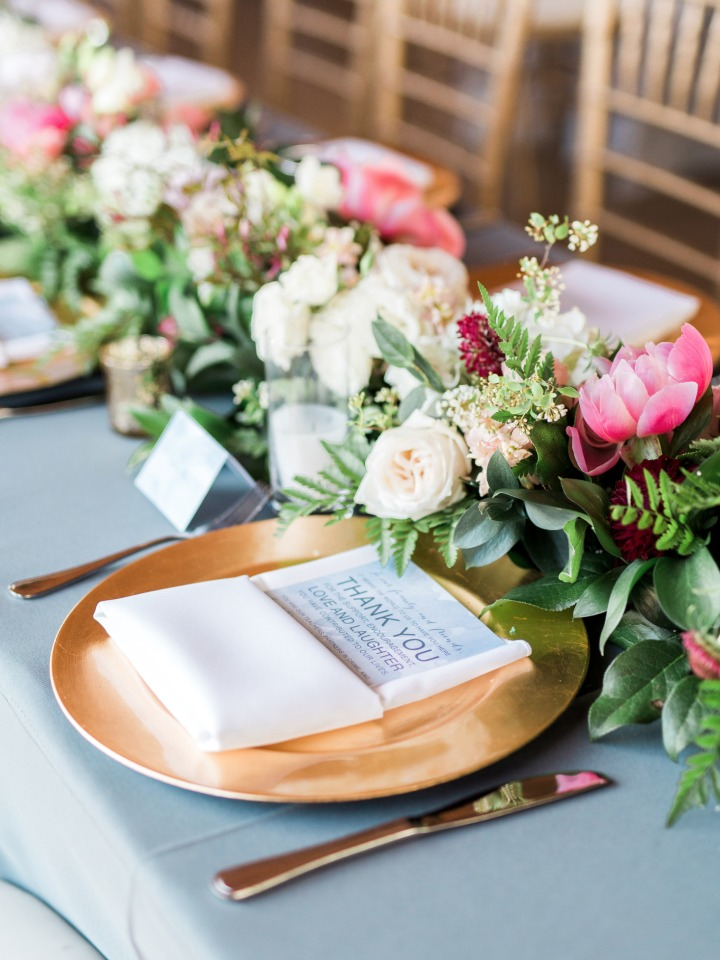 elegant blue and gold table decor