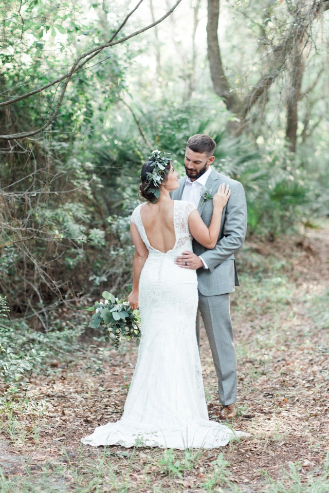 romantic wedding photo shoot in the forest