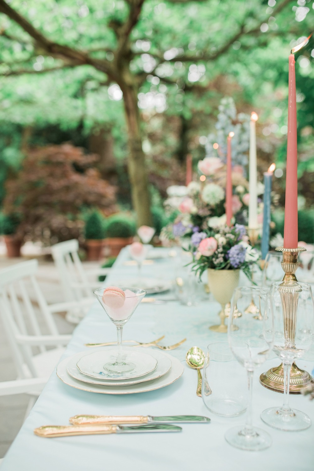 Gorgeous pink and blue reception table idea