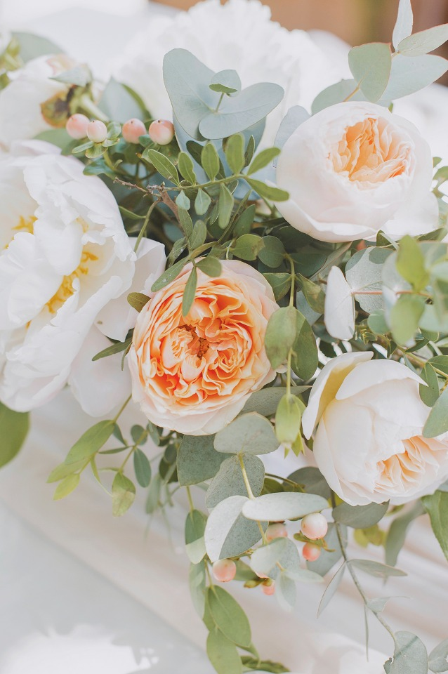 peach garden rose wedding arrangement