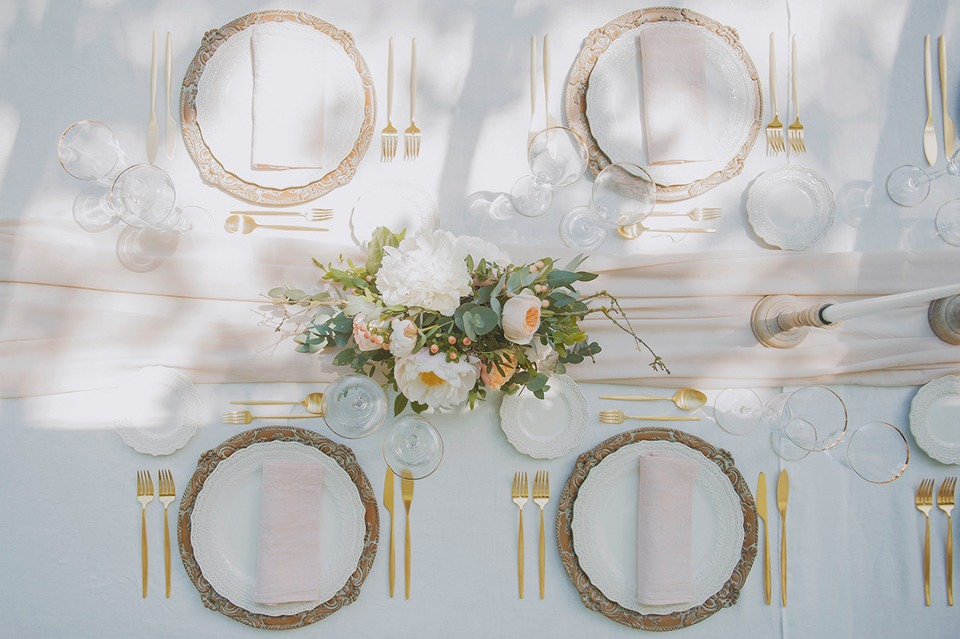 gold and soft peach table decor
