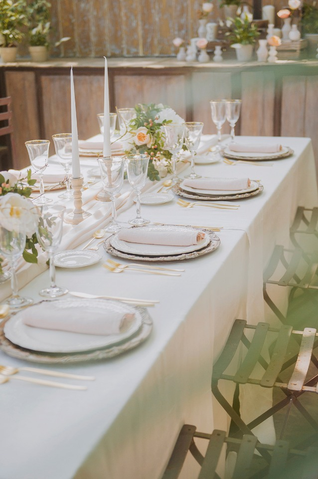 elegant and sweet peach and gold table decor