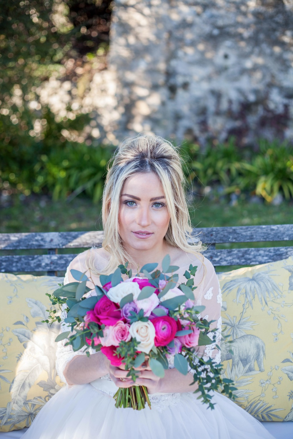 Gorgeous bridal look and bouquet
