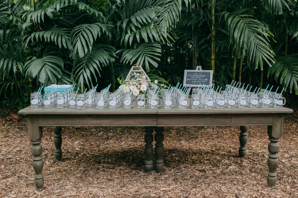mason jar glasses as wedding favors and table numbers