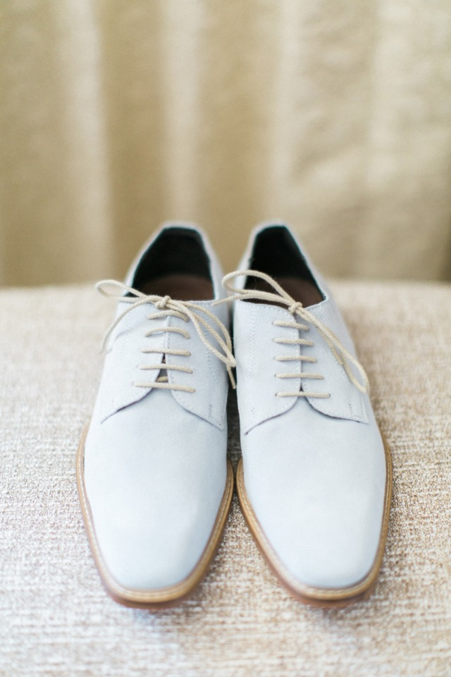 grooms light gray wedding shoes