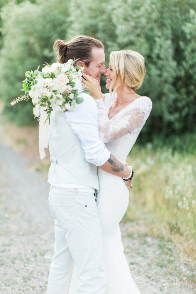 Wedding in country chic all white style