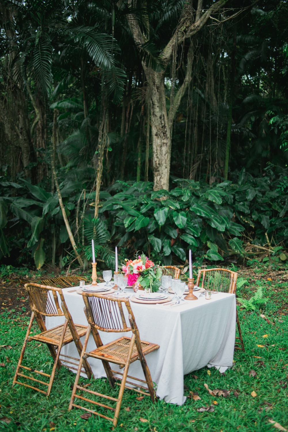 Tropical outdoor tablescape