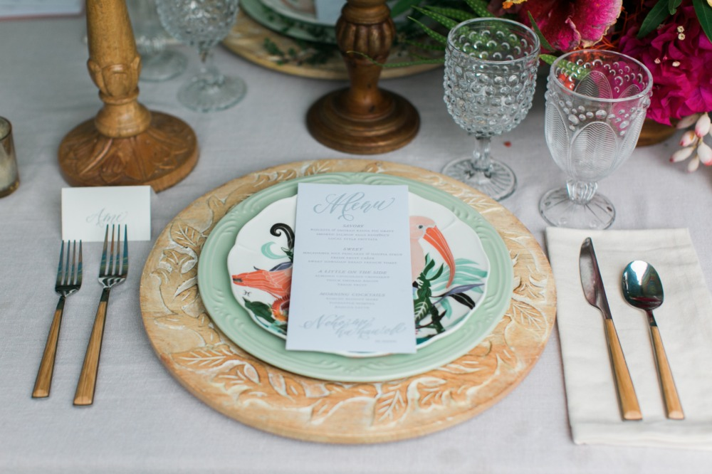 Tropical place setting idea