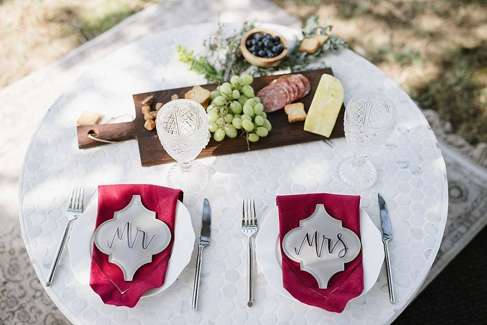 Sweet and simple outdoor sweetheart table