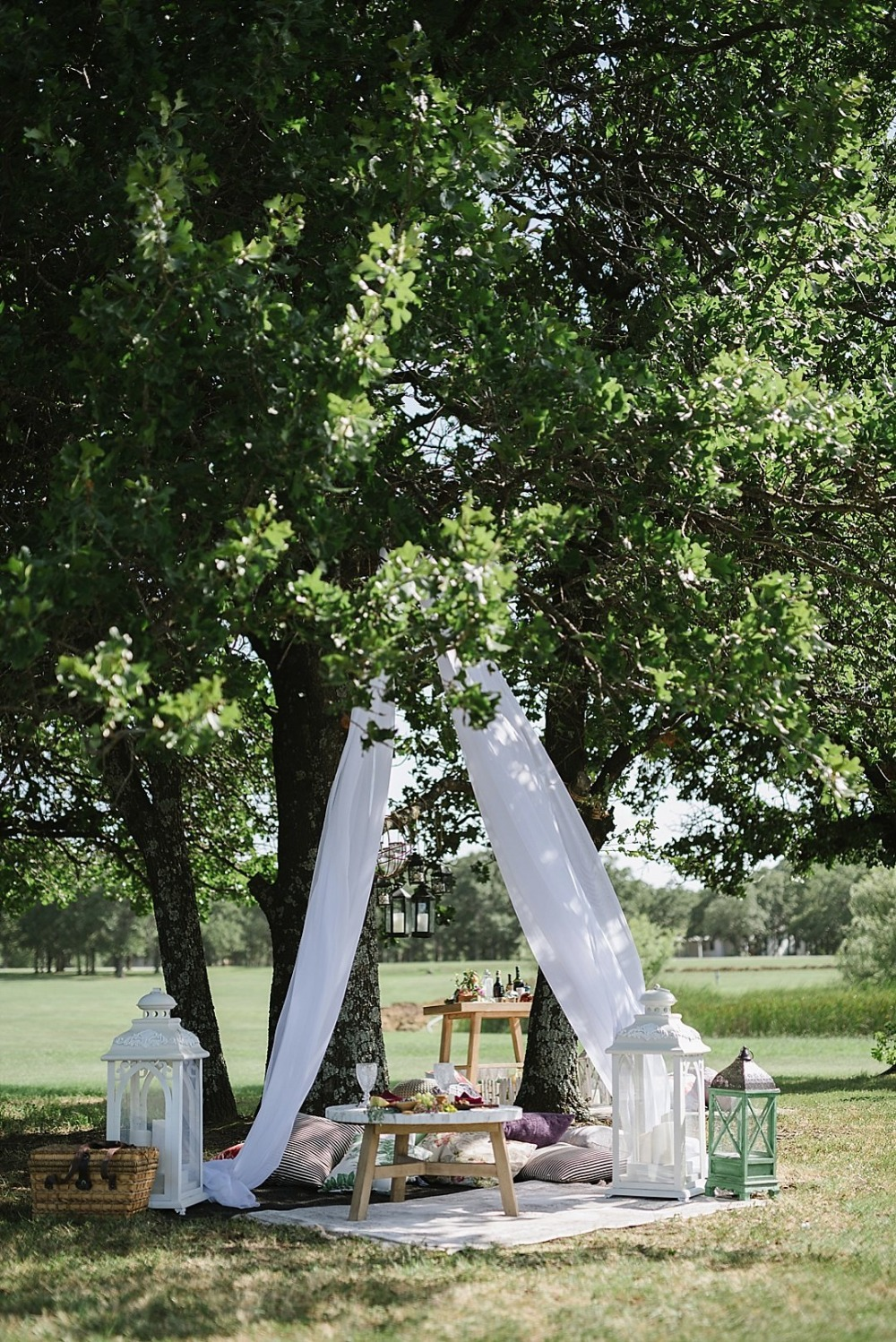 Outdoor picnic sweetheart table