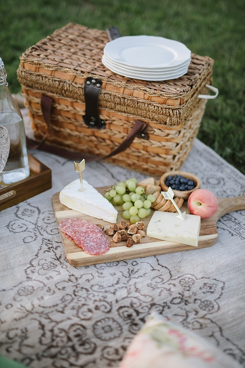 Cute picnic ceremony idea