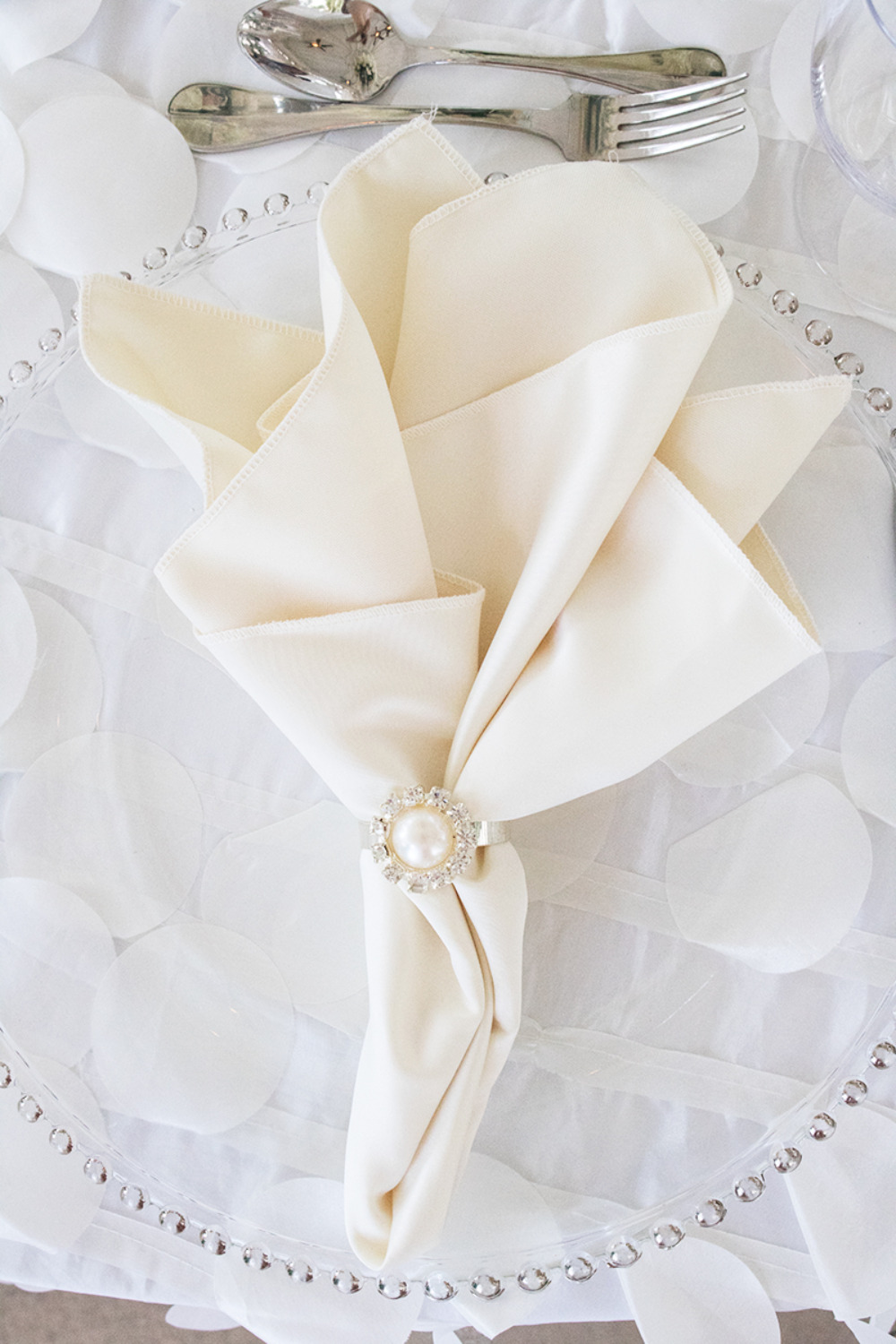 ivory wedding napkins with pearl holder