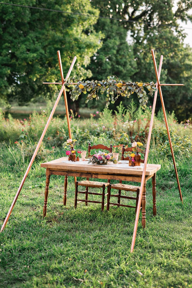 unique sweetheart table idea