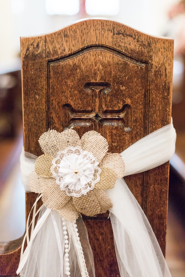 burlap and lace pew and wedding aisle decor