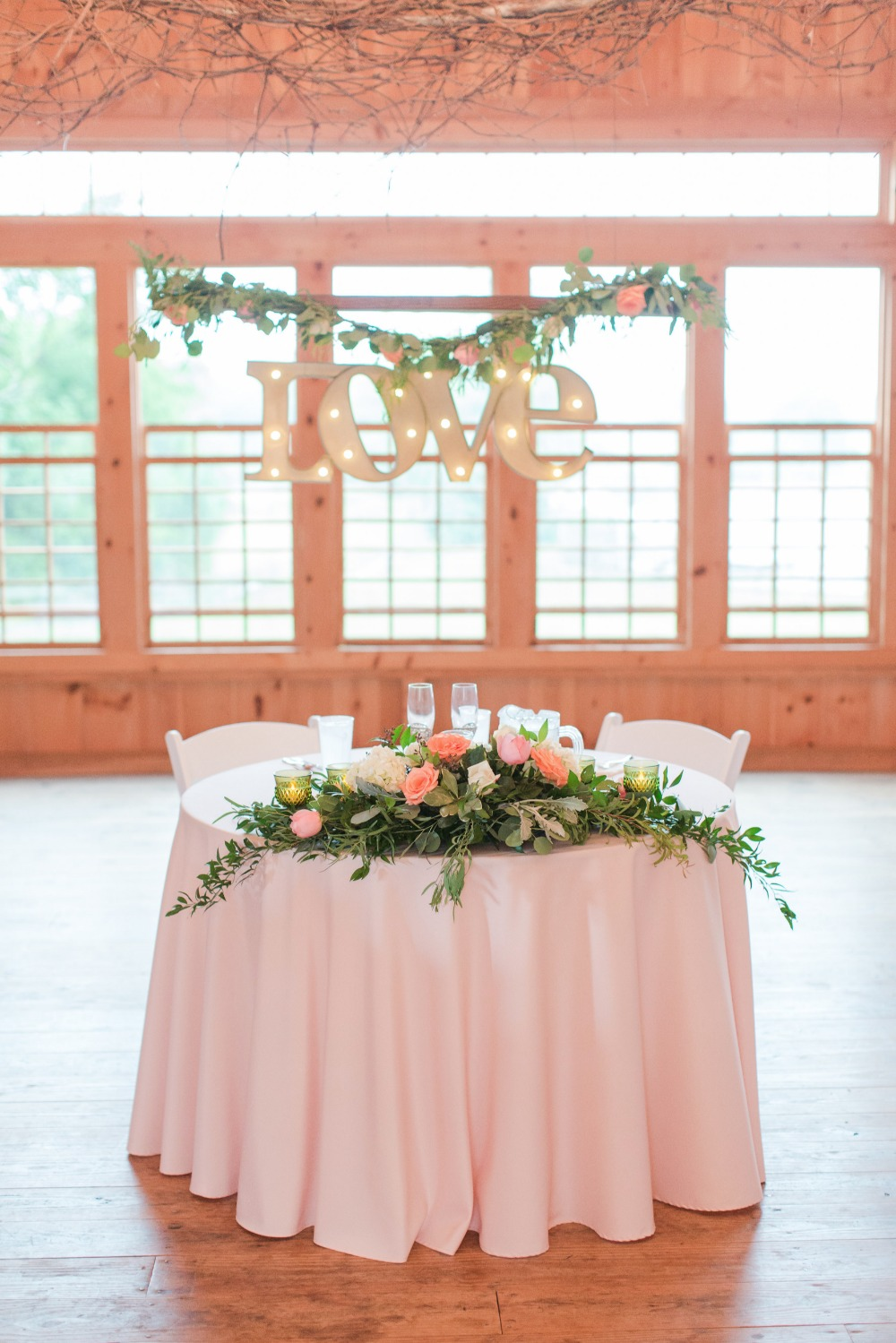Cute sweetheart table