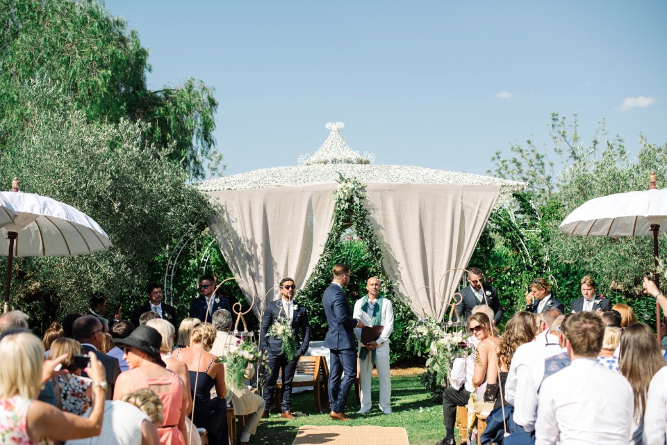tented wedding alter for your outdoor ceremony