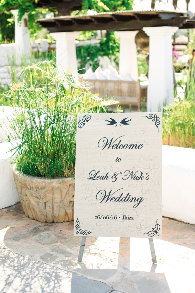 elegant welcome wedding sign