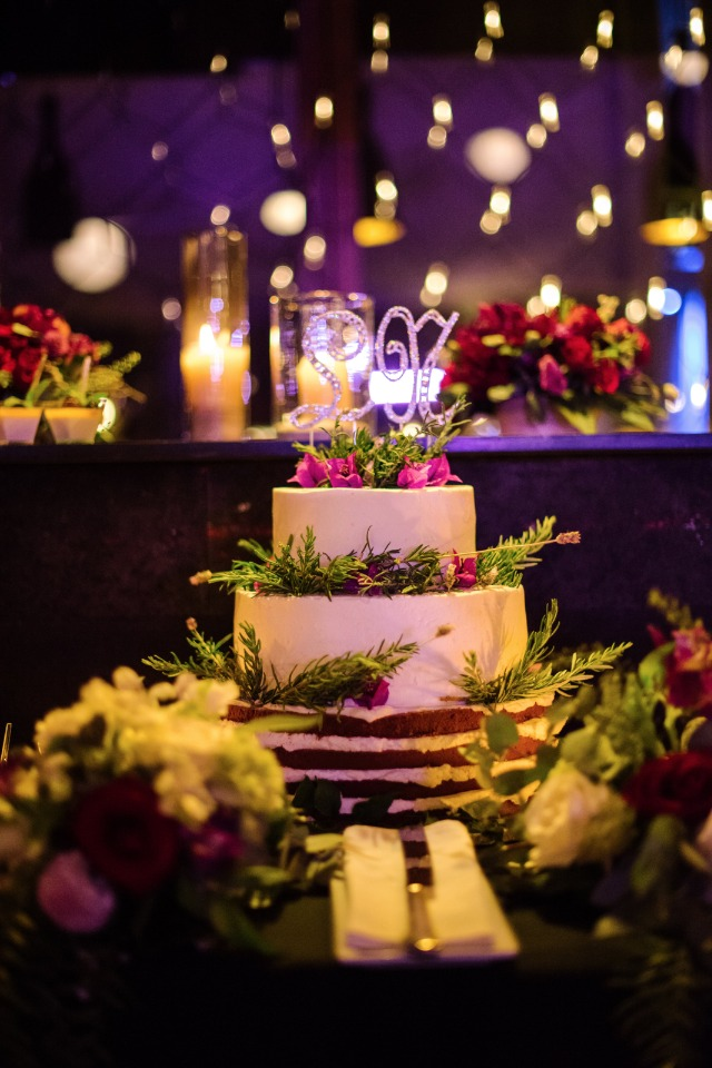glam wedding cake table idea