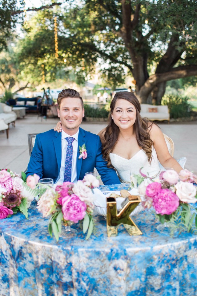blue pink and gold sweetheart table
