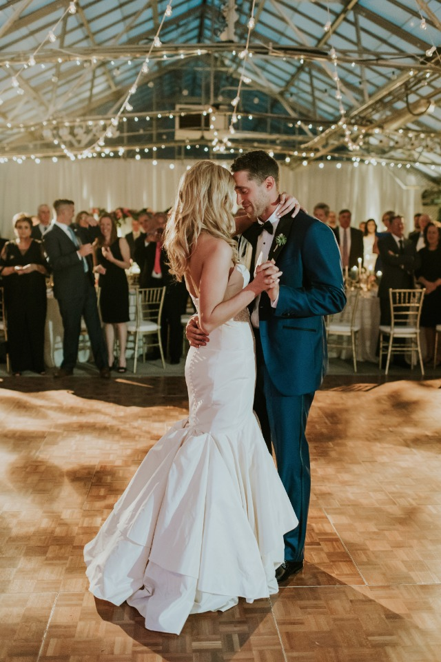 romantic first dance for the newlyweds