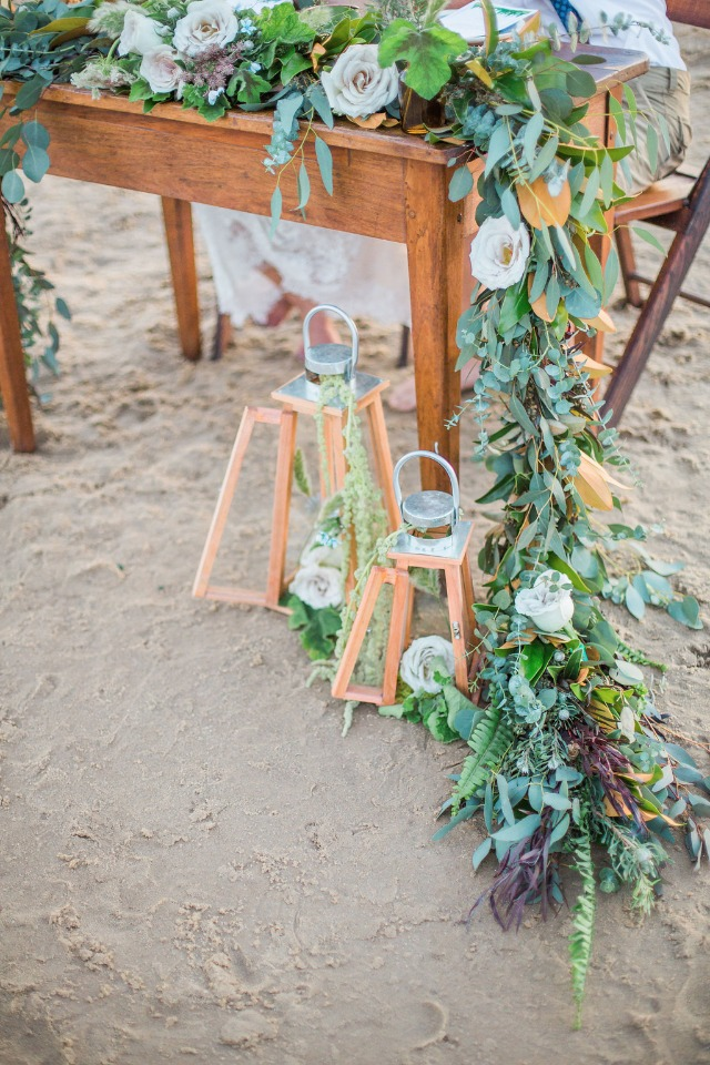 cascading garland sweetheart table deocr