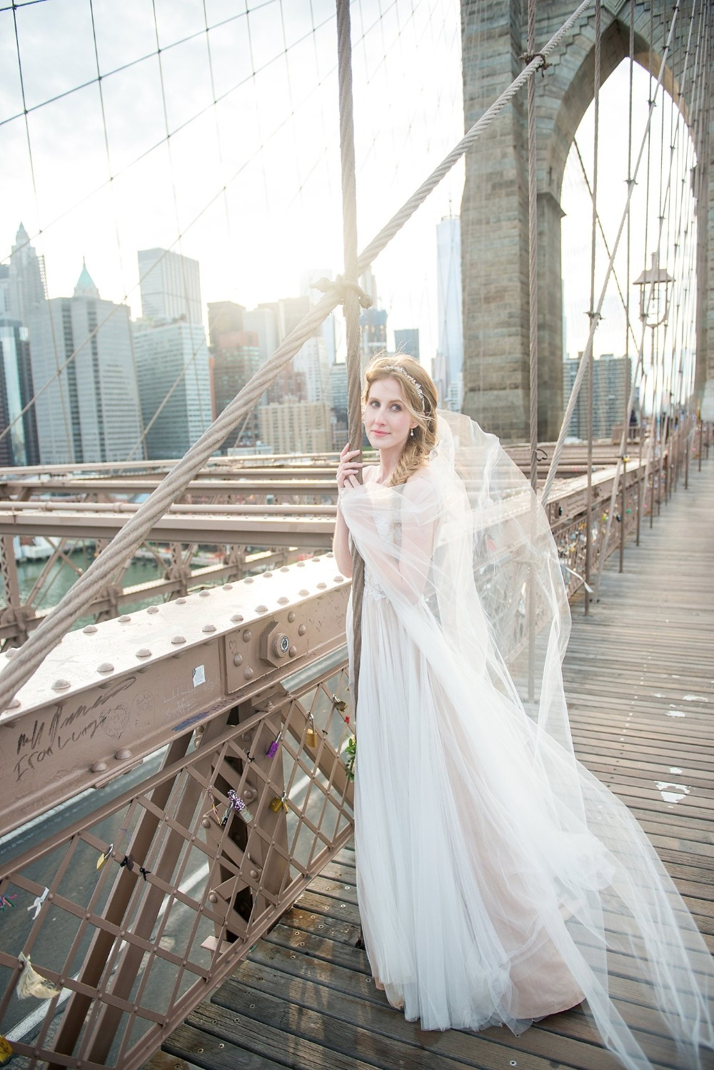 Lovely bridal portrait on the Brooklyn bridge