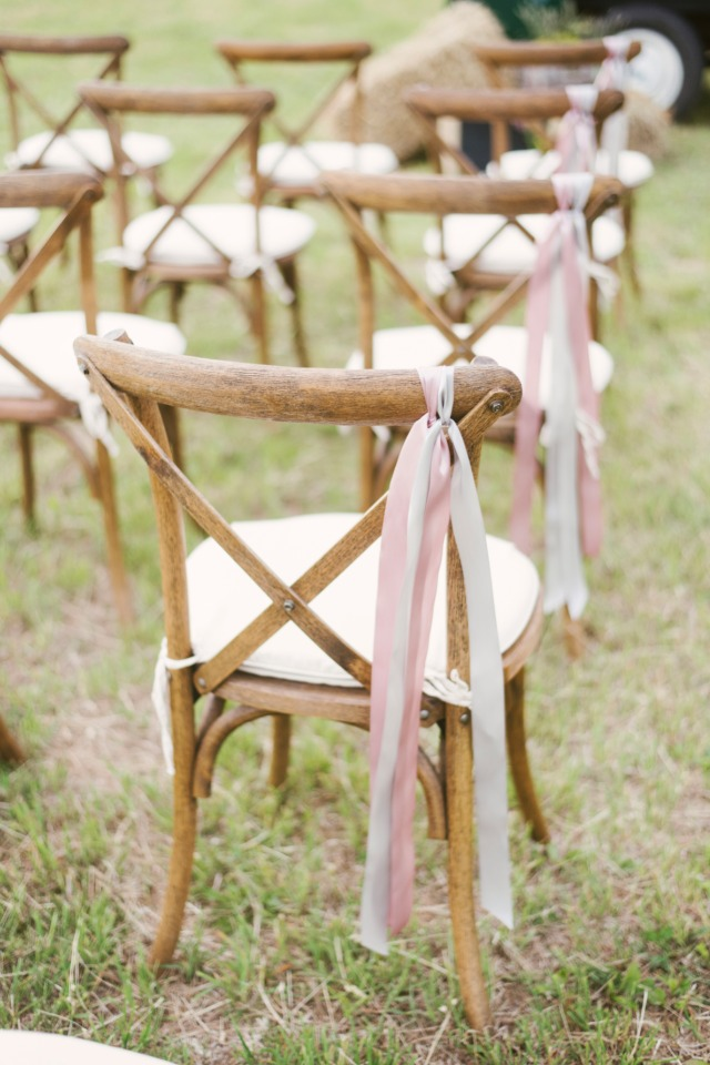ribbon streamers make a simple and fun aisle decoration