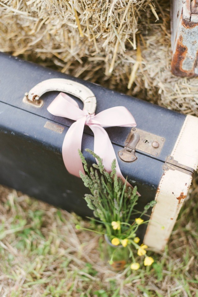 vintage suitcase for your shabby chic wedding