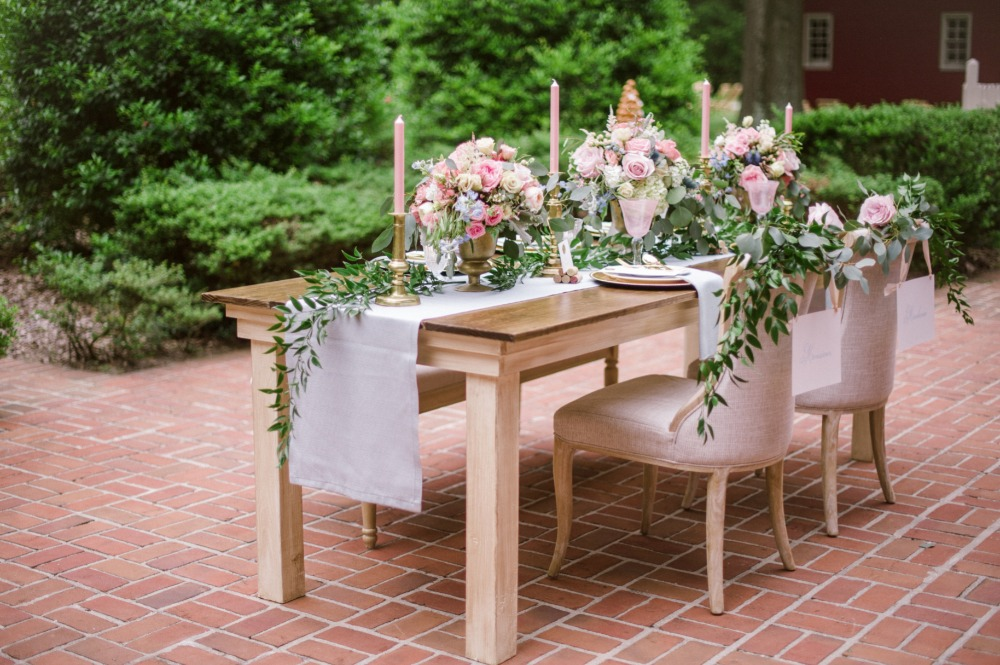 romantic sweetheart table in pink and gold