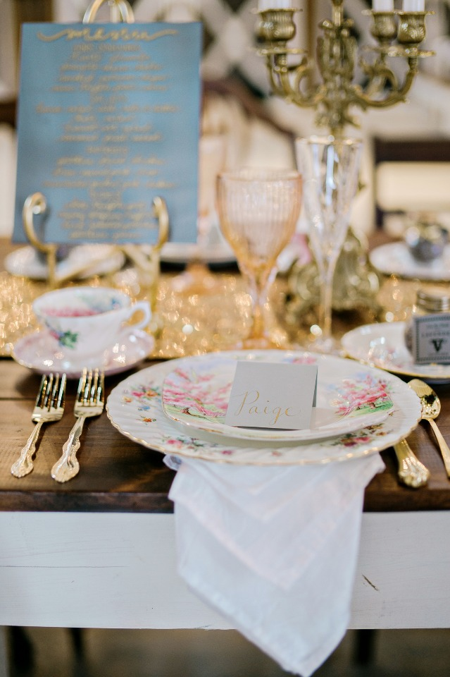 mismatched wedding china for your vintage wedding table