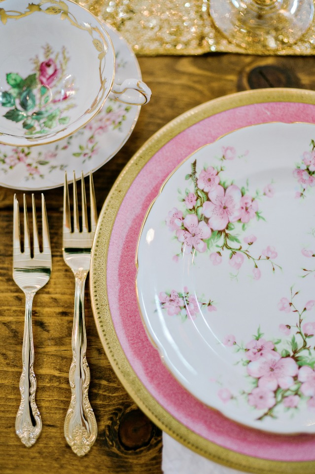 wedding place setting for the vintage shabby chic reception