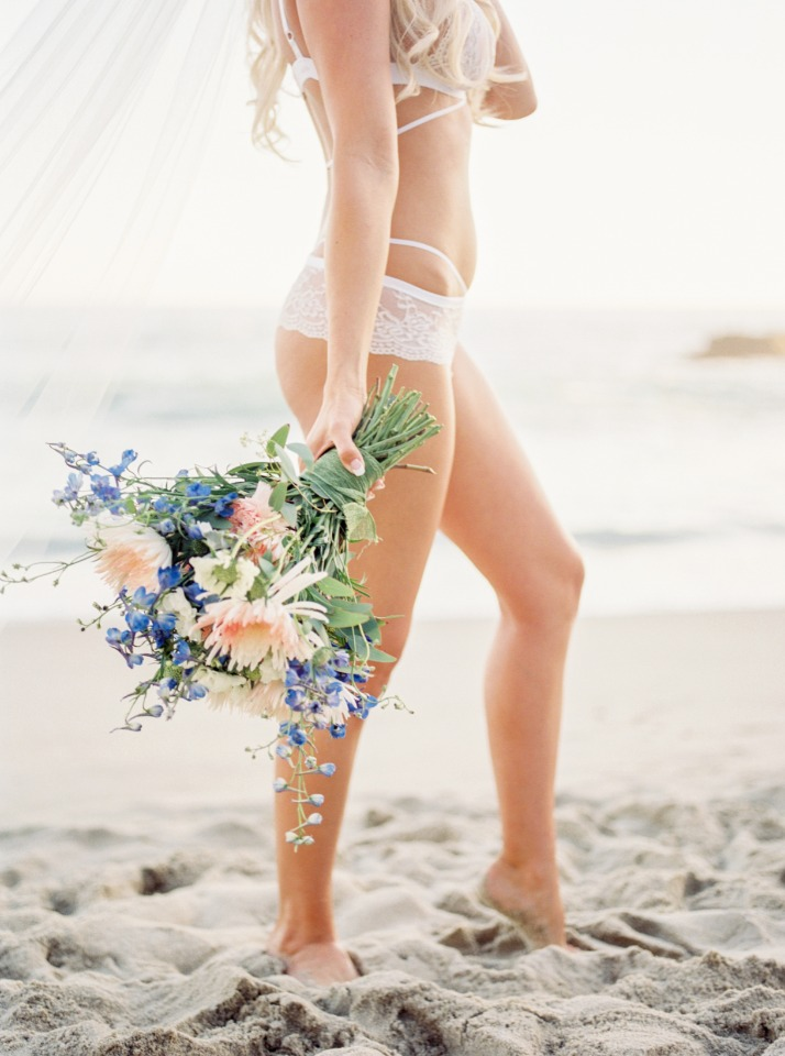 intimate bridal boudoir photo shoot