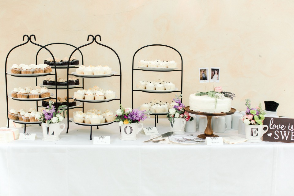 cupcakes and cake table