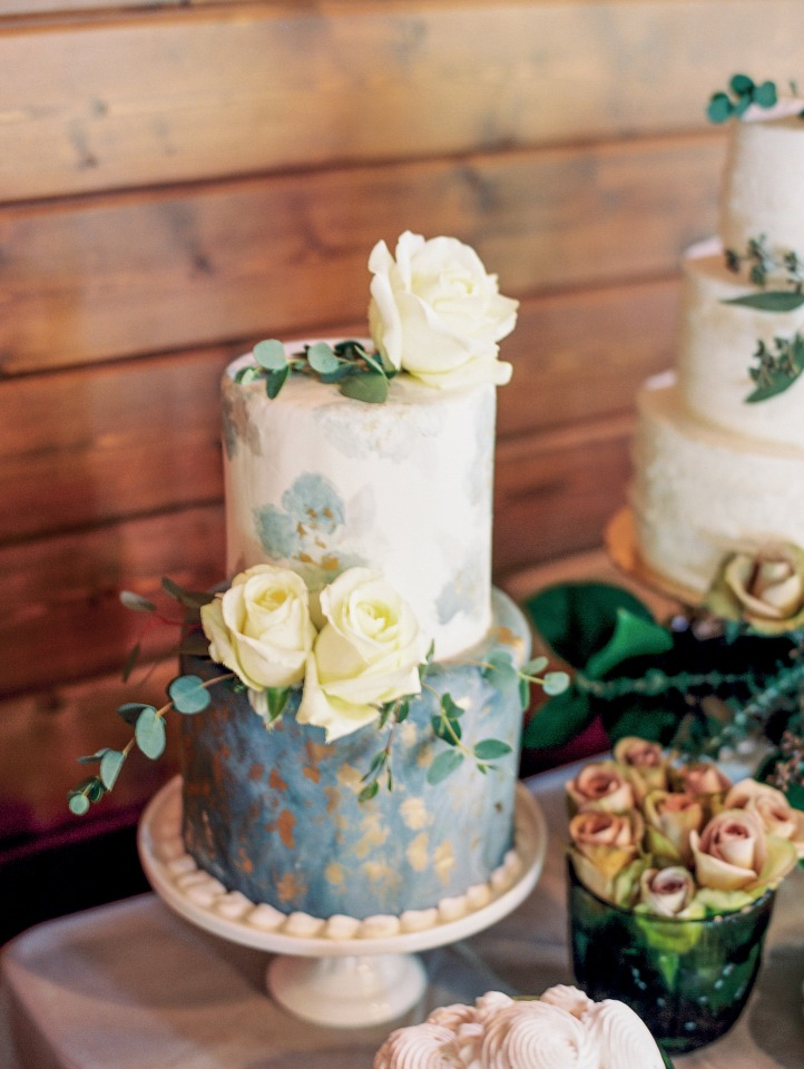grey and gold modern wedding cake