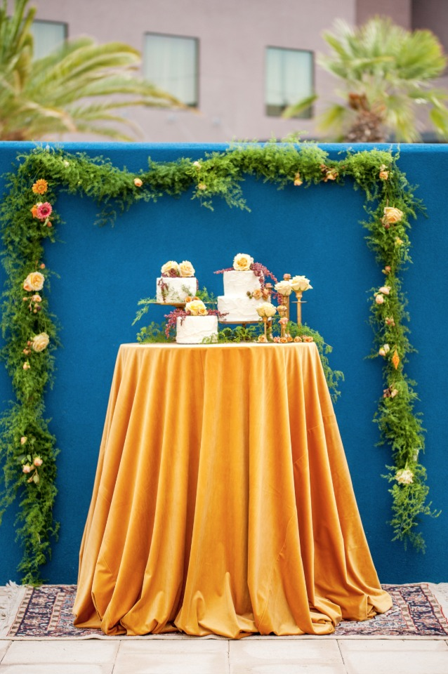 garland backdrop cake table