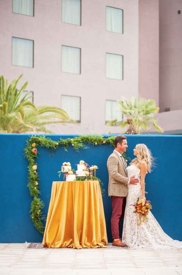 blue and gold wedding cake table