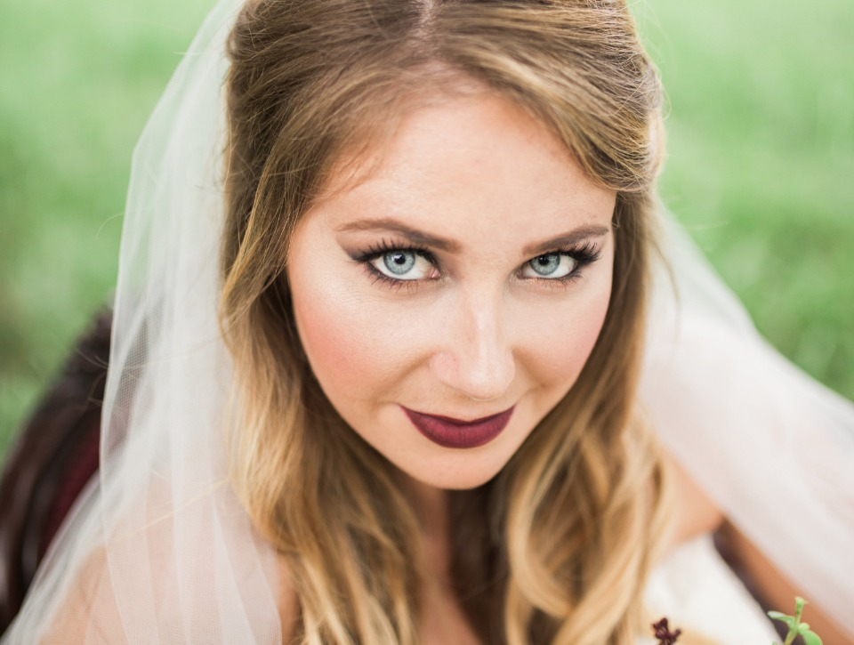 dramatic fall makeup colors for your wedding