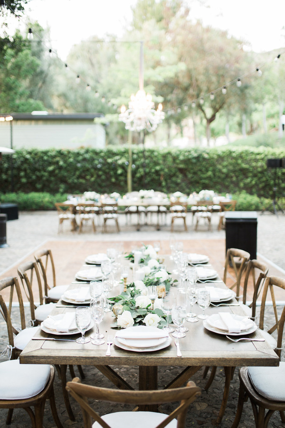 outdoor courtyard wedding reception