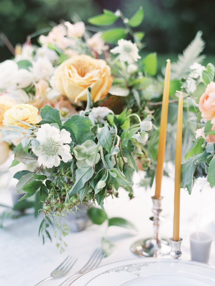 loose peach and white centerpiece with silver table accents
