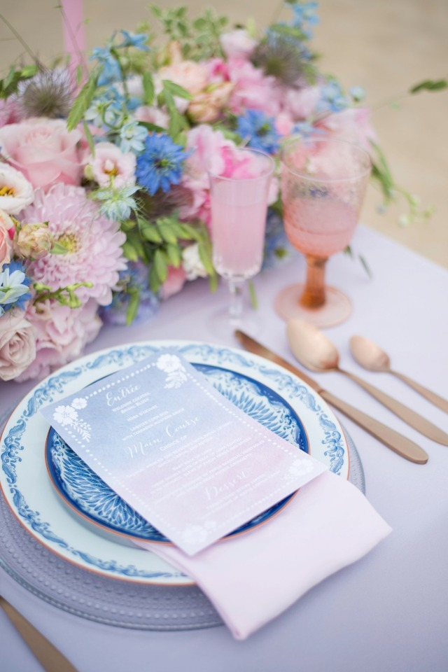 pink and blue wedding table decor